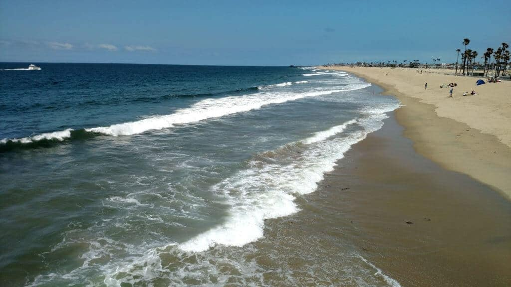 A long stretch of beach in Orange County, California