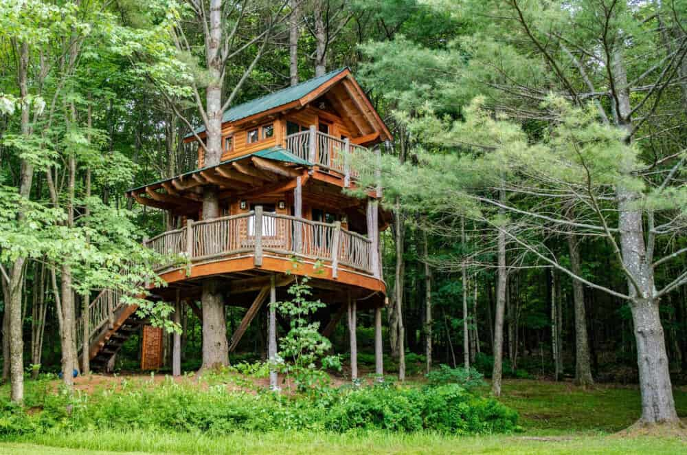 An Awesome Vermont Treehouse for Glamping Adventures