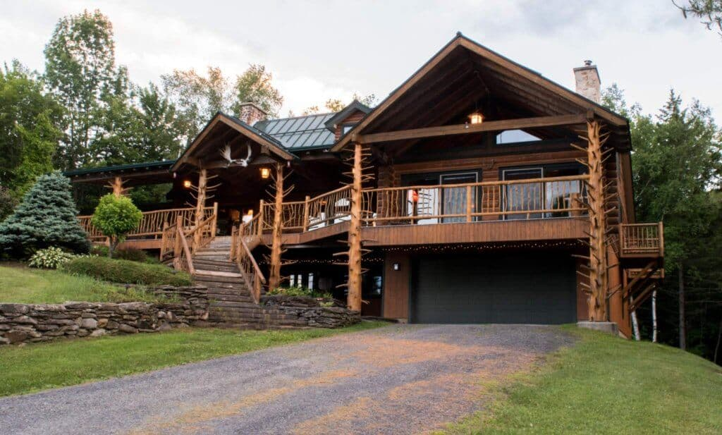 Moose Meadow Lodge - Vermont treehouse