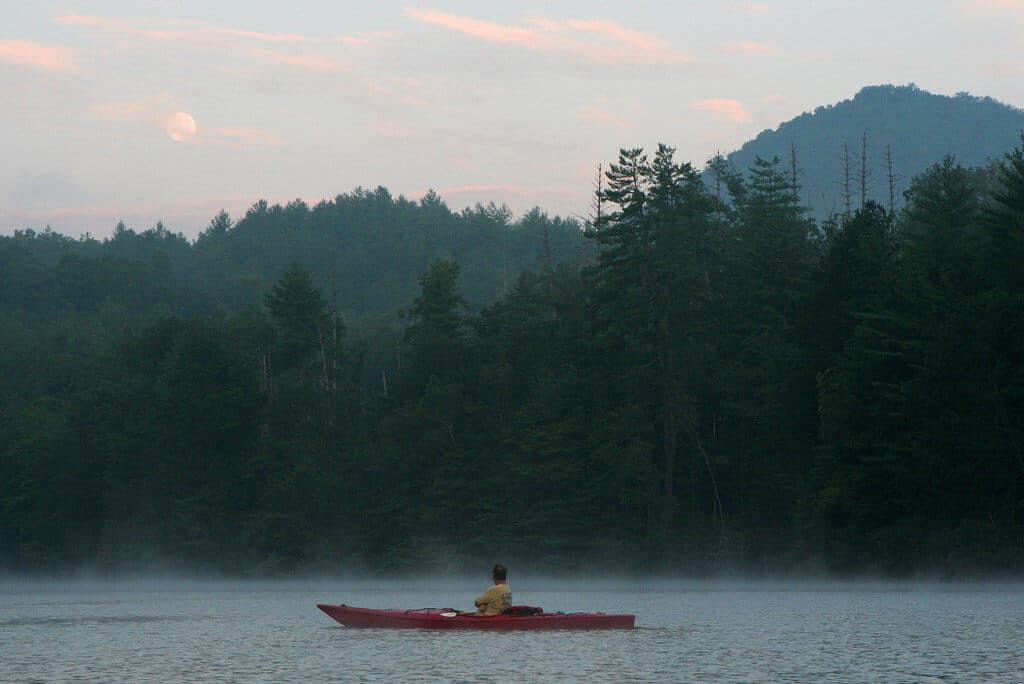 A red kayak on Lake Santeetlah by Anoldent on Flickr