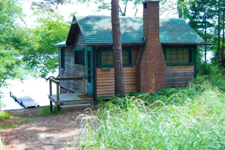 Cozy Lakefront Cabin Rental in Plymouth, Massachusetts