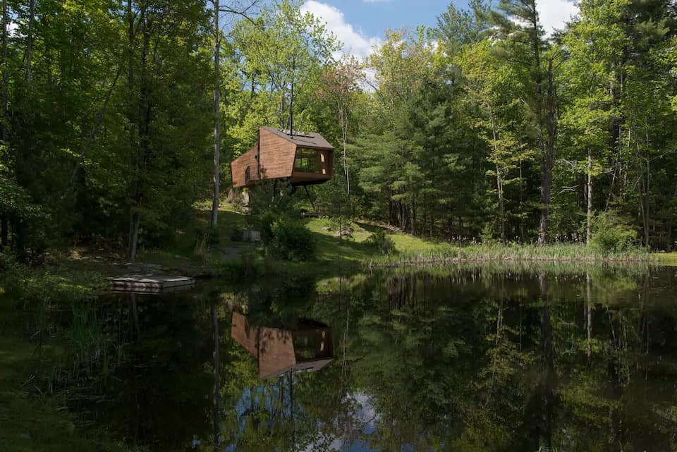 A summer view of the Willow Treehouse in New York
