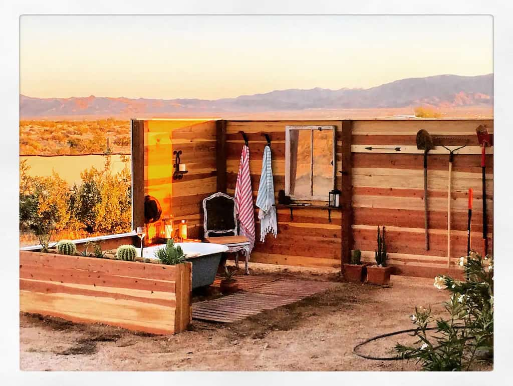 A beautiful outdoor bathtub near Joshua Tree. Photo credit: Airbnb