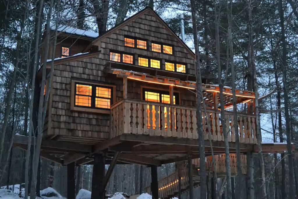 A treehouse for rent in Sunapee, New Hampshire. Photo source: Airbnb