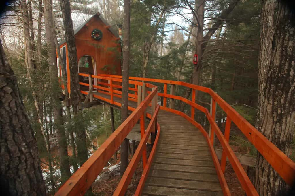 A New Hampshire treehouse you can rent in Dunbarton, New Hampshire