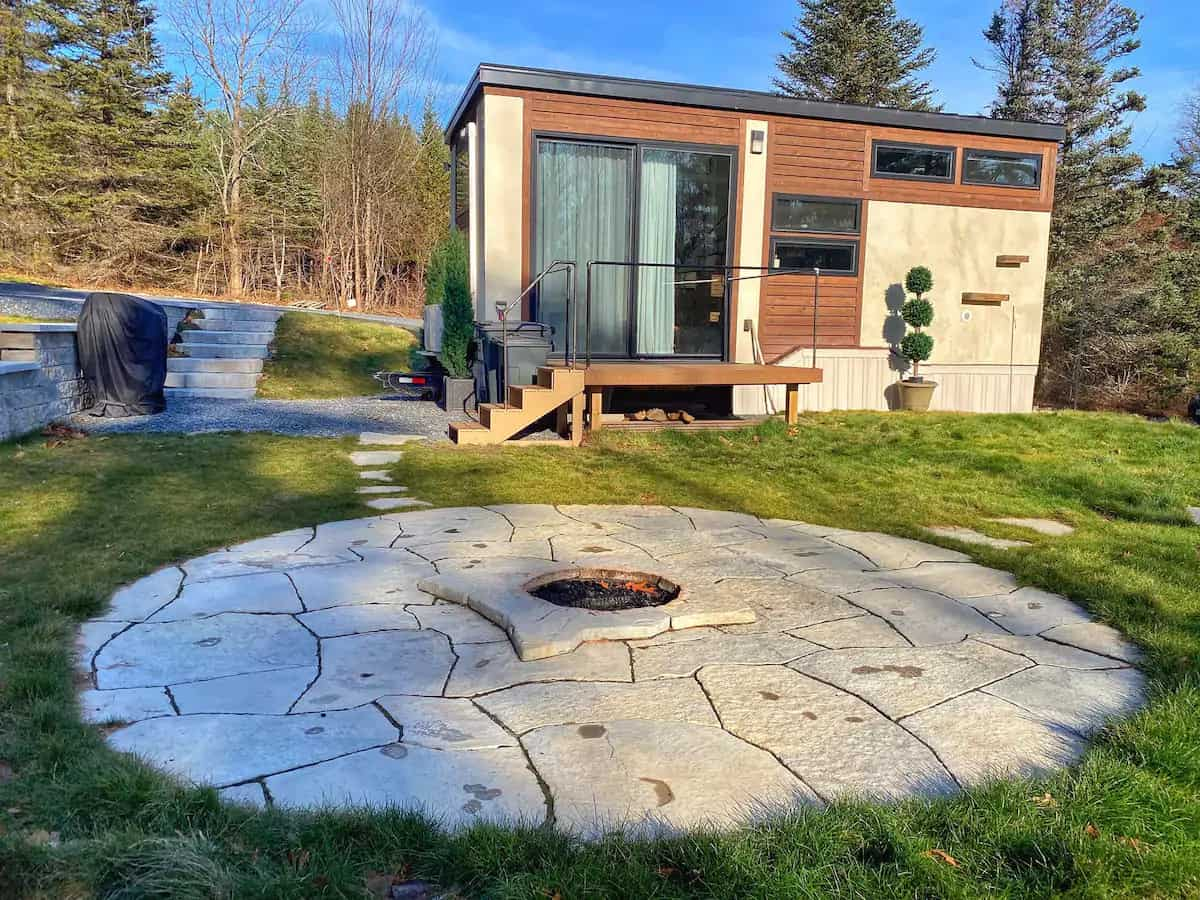 A tiny house for rent in New Hampshire. Photo source: Airbnb