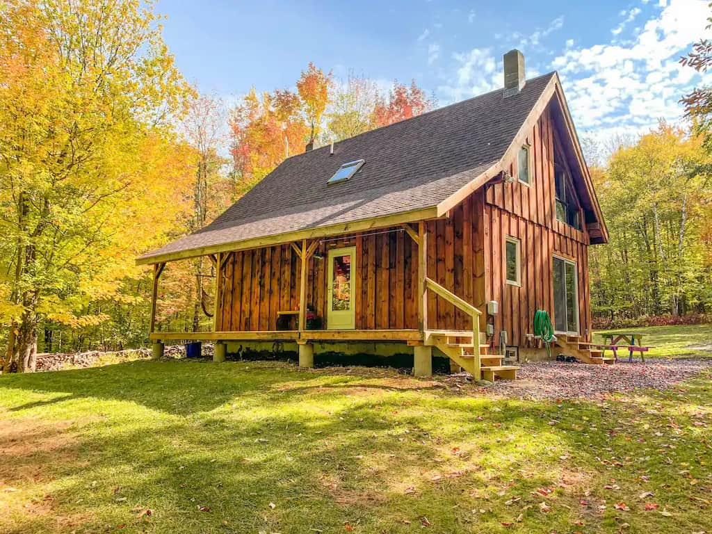 A cozy Vermont cabin surrounded by fall foliage. Photo source: Airbnb