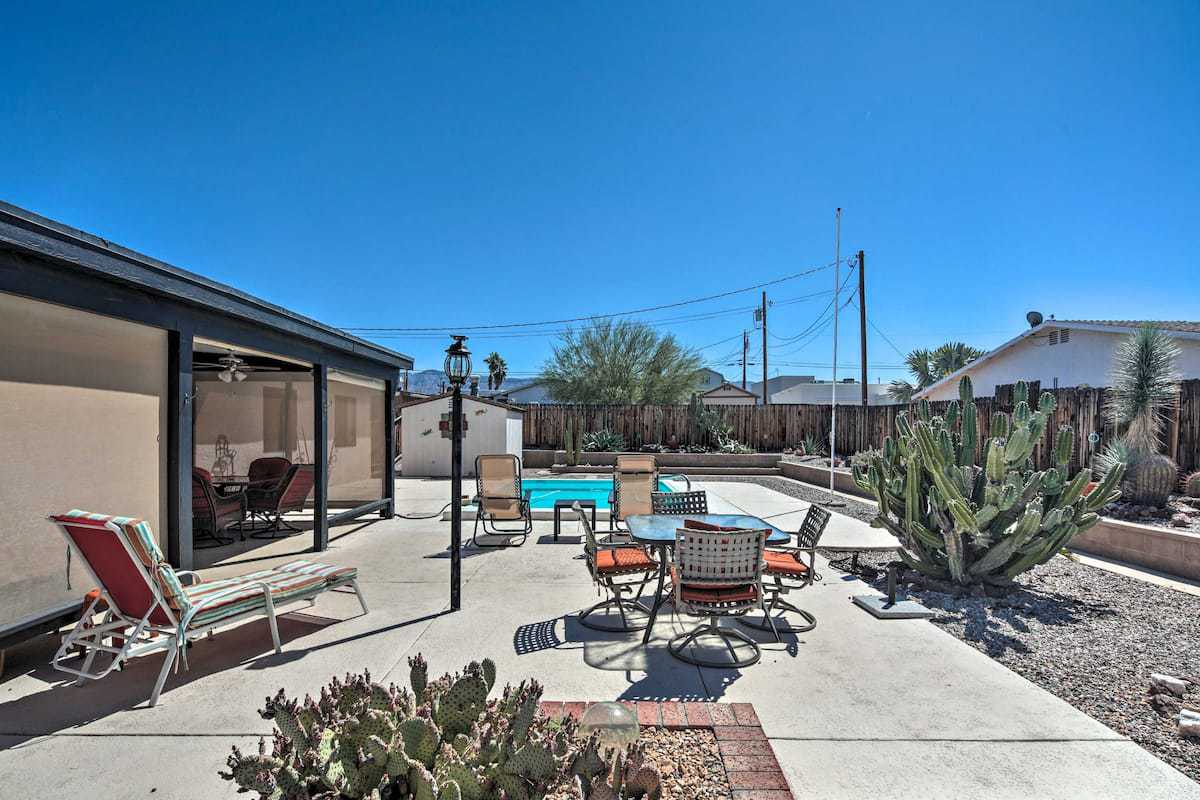 The backyard of a vacation rental in Lake Havasu City, Arizona. Photo source: Airbnb
