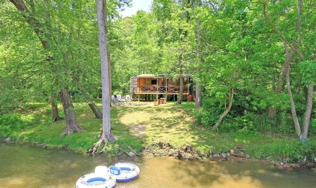 A secluded island cabin you can rent in North Carolina near the Blue Ridge Parkway. Photo credit: VRBO