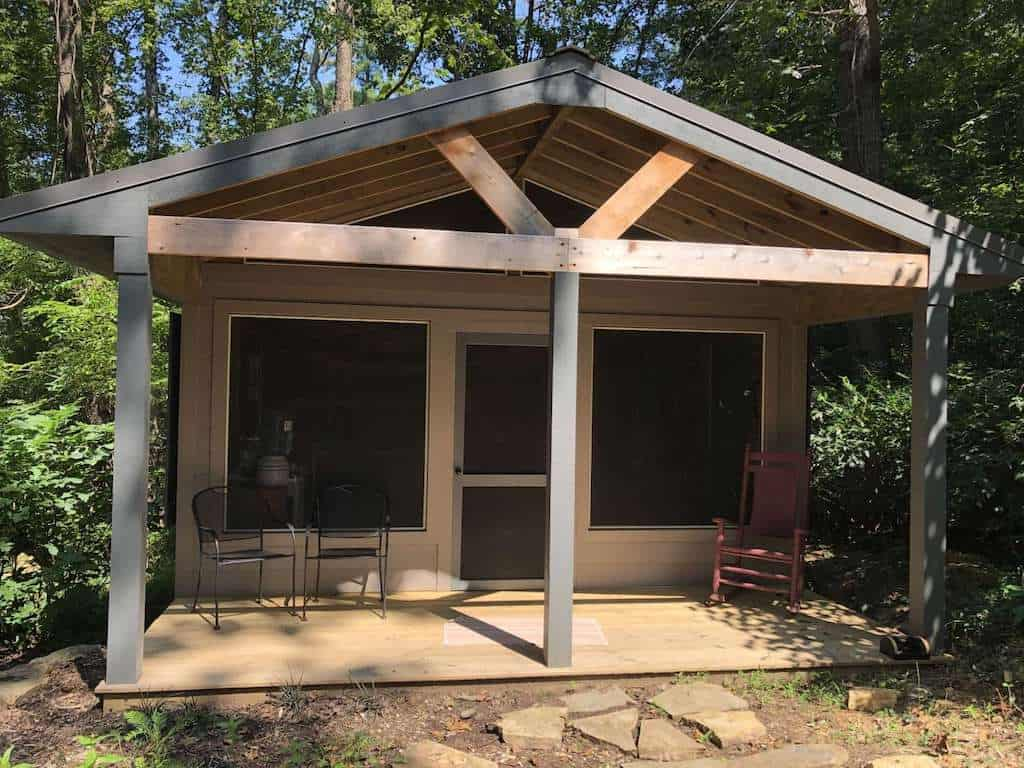 A cabin available for rent near the Blue Ridge Parkway in Roanoke, Virginia. Photo credit: Hipcamp